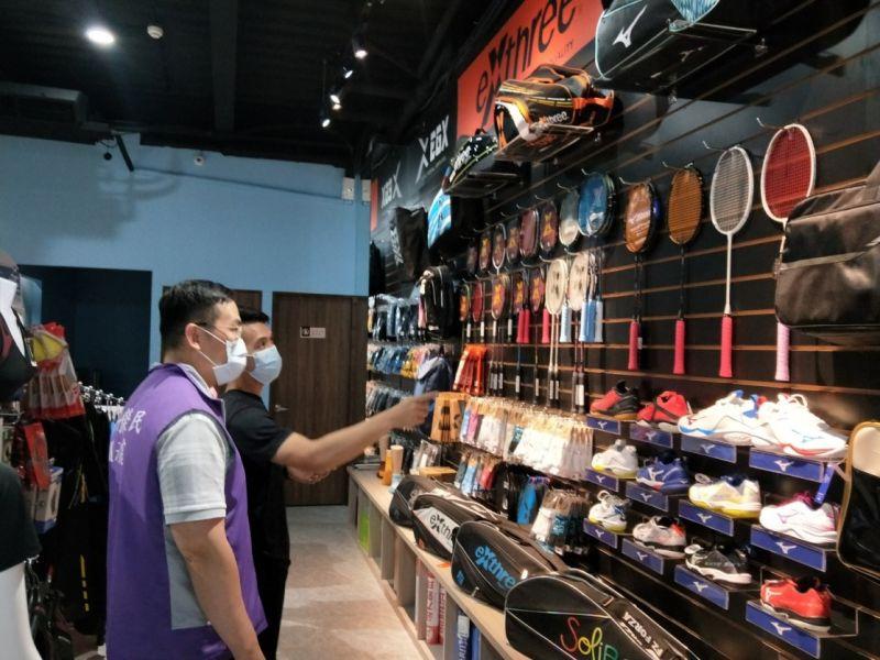 玄峰運動生活館內專業羽球運動用品  圖片來源:新竹榮服處