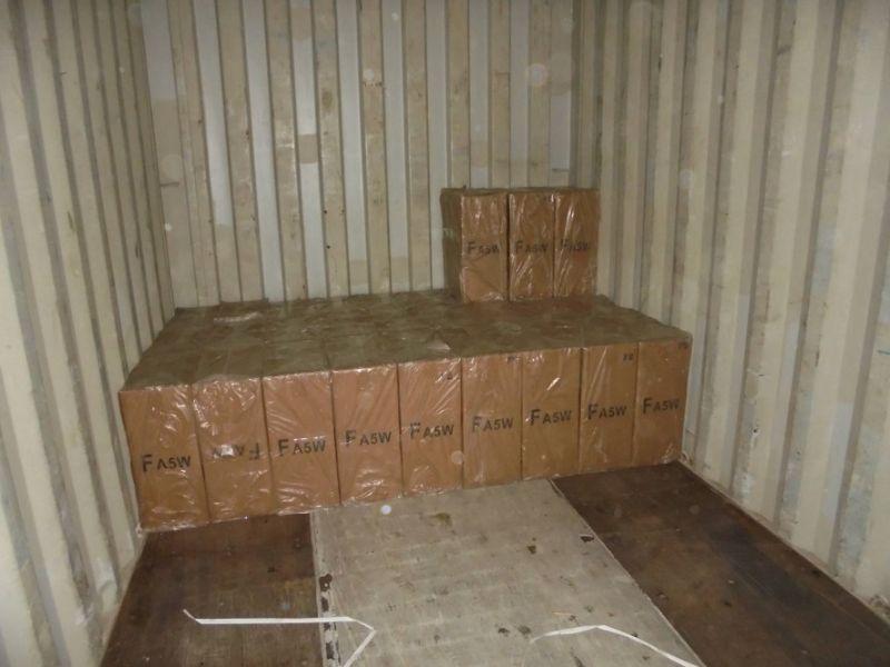 高雄關於高雄港第70號碼頭查獲中國大陸產製香菸。  圖片來源:高雄關提供