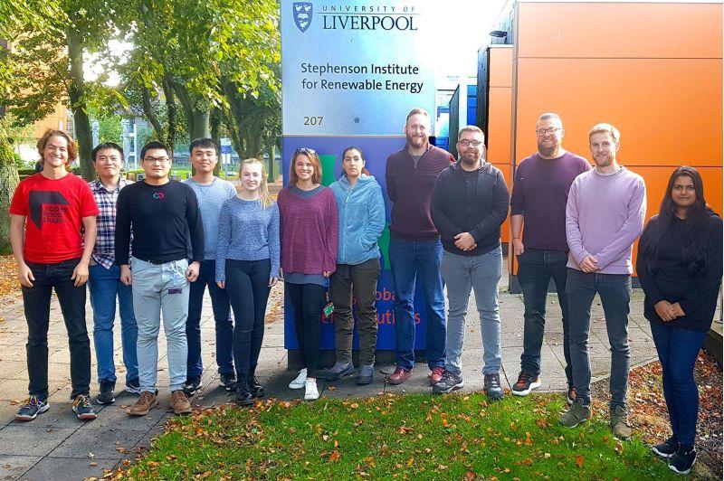 盧奕廷(左四)加入哈威克(右五)研究團隊,與尼爾(右三)共同發表研究成果。  圖片來源:清華大學