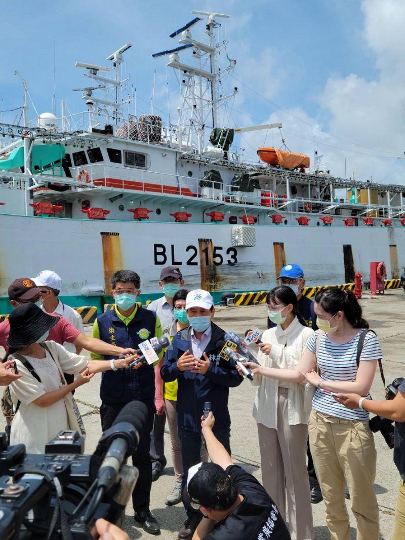 林欽榮視遠洋漁船返港檢疫。