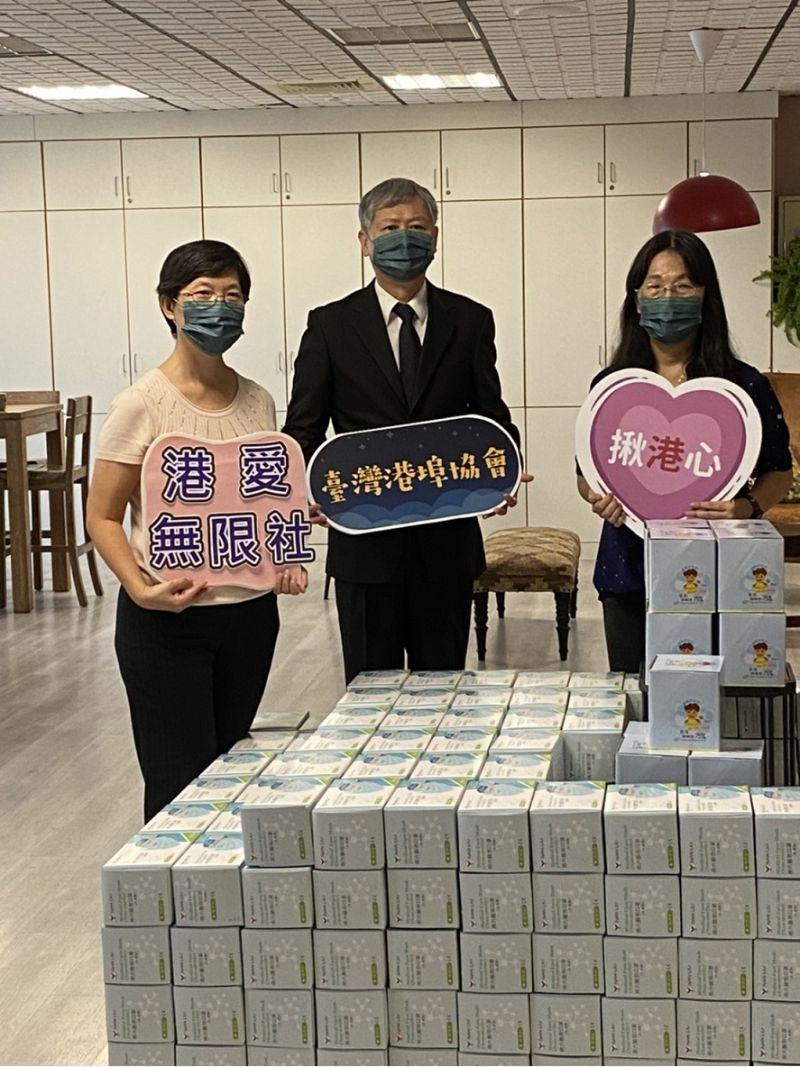 台灣港埠協會李賢義理事長與港愛無限社主動防疫關懷。