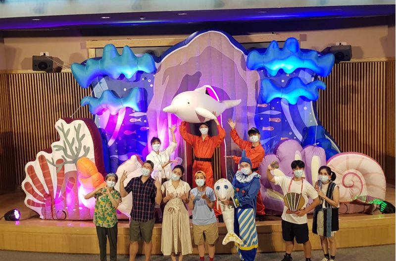 「白海豚偶劇 - 聽!小白在唱歌」演出畫面。